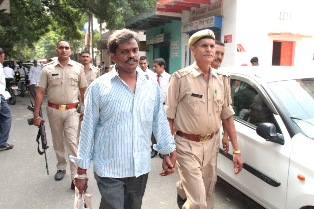 Surinder Koli, accused in the Nithari serial killings being taken away by police from a CBI court in Ghaziabad on Oct 7, 2016.