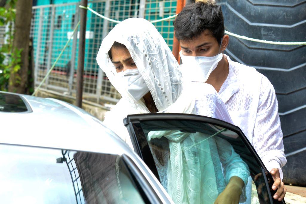 Sushant Singh Rajput case: Rhea Chakraborty's statement recorded - Sushant Singh Rajput and Chakraborty