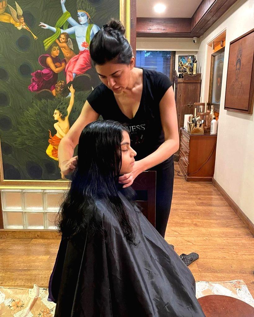 Sushmita Sen is daughter Alisah's official choice of hairdresser.