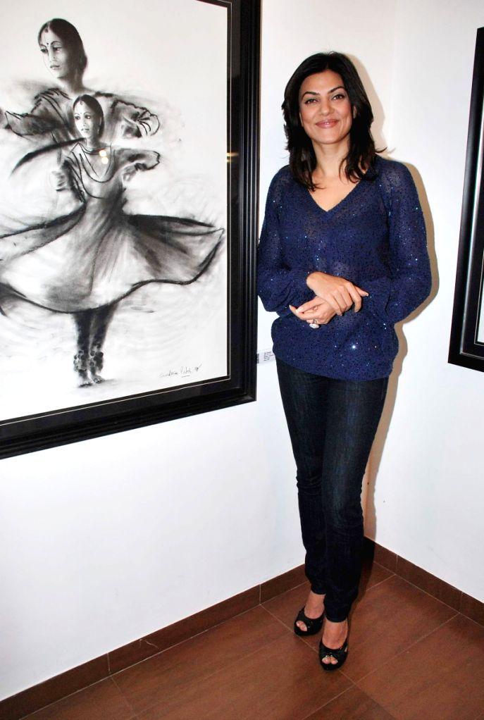 Sushmita Sen Launches Charcoal Exhibition by Gautam Patole at Nehru Centre.