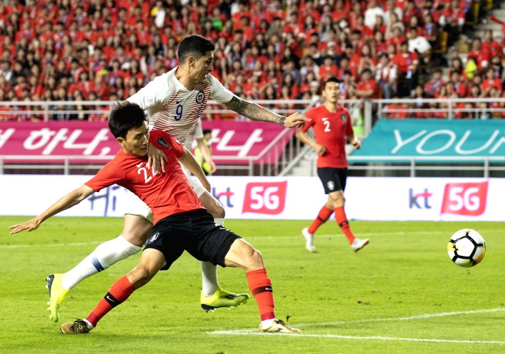 SUWON, Sept. 12, 2018 - Hwang Inbeom (L) of South Korea vies with Pedro Hernandez of Chile during a friendly soccer match between South Korea and Chile at Suwon World Cup Stadium in Suwon, South ...