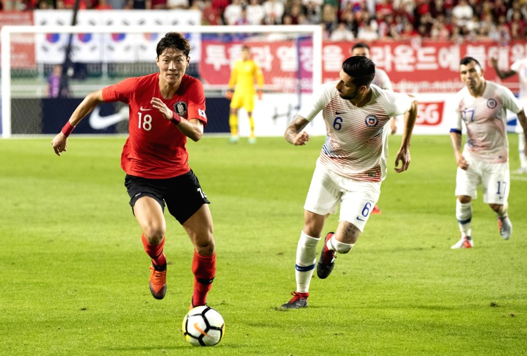 SUWON, Sept. 12, 2018 - Hwang Uijo (L) of South Korea vies with Guillermo Maripan of Chile during a friendly soccer match between South Korea and Chile at Suwon World Cup Stadium in Suwon, South ...