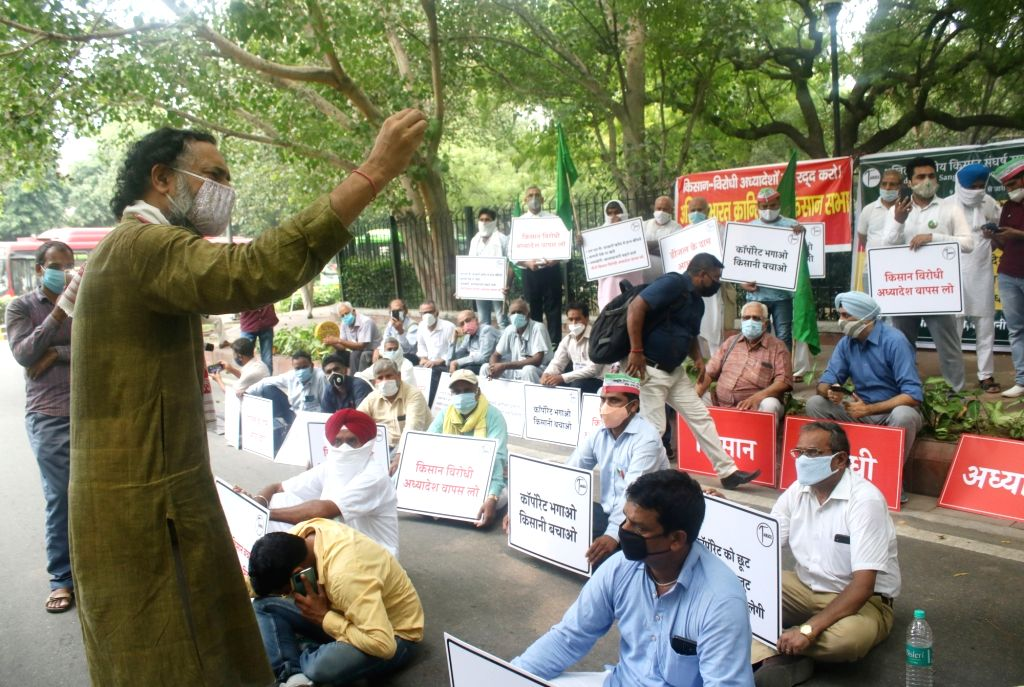 Swaraj Abhiyan leader Yogendra Yadav addresses All India Kisan Sangharsh Coordination Committee (AIKSCC) members during a demonstration against the Narendra Modi-led Central Government, in ... - Narendra Modi and Yogendra Yadav