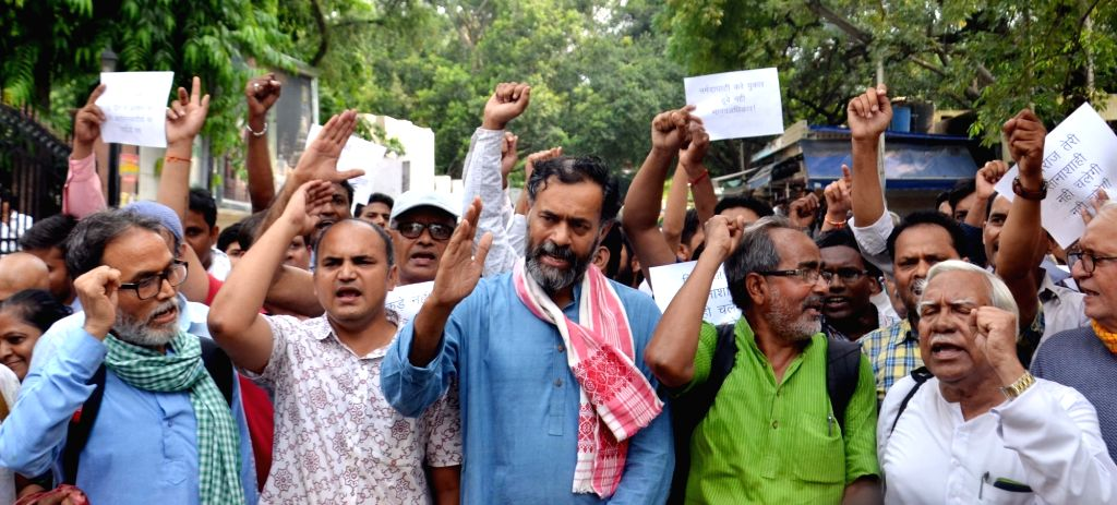 Swaraj Abhiyan leader Yogendra Yadav stage a demonstration against removing and arrest of Narmada Bachao Andolan protesters by Madhya Pradesh government in front of Madhya Pradesh Bhawan ... - Yogendra Yadav