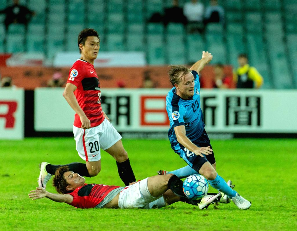 SYDNEY, April 20, 2016 - Rhyan Bert Grant (1st R) of Australia's Sydney FC competes for the ball with players from Japan's Urawa Red Diamonds during a Group H match of 2016 AFC Asian Champions League ...