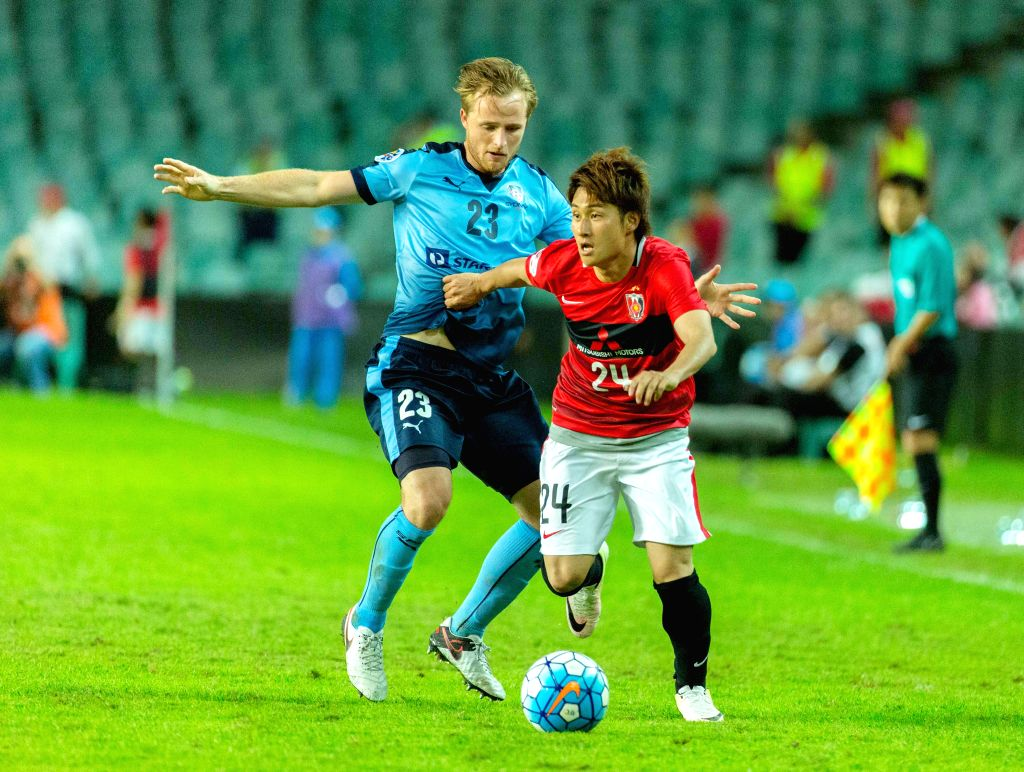 SYDNEY, April 20, 2016 - Sekine Takahiro (R) of Japan's Urawa Red Diamonds vies with Rhyan Bert Grant of Australia's Sydney FC during a Group H match of 2016 AFC Asian Champions League in Sydney, ...