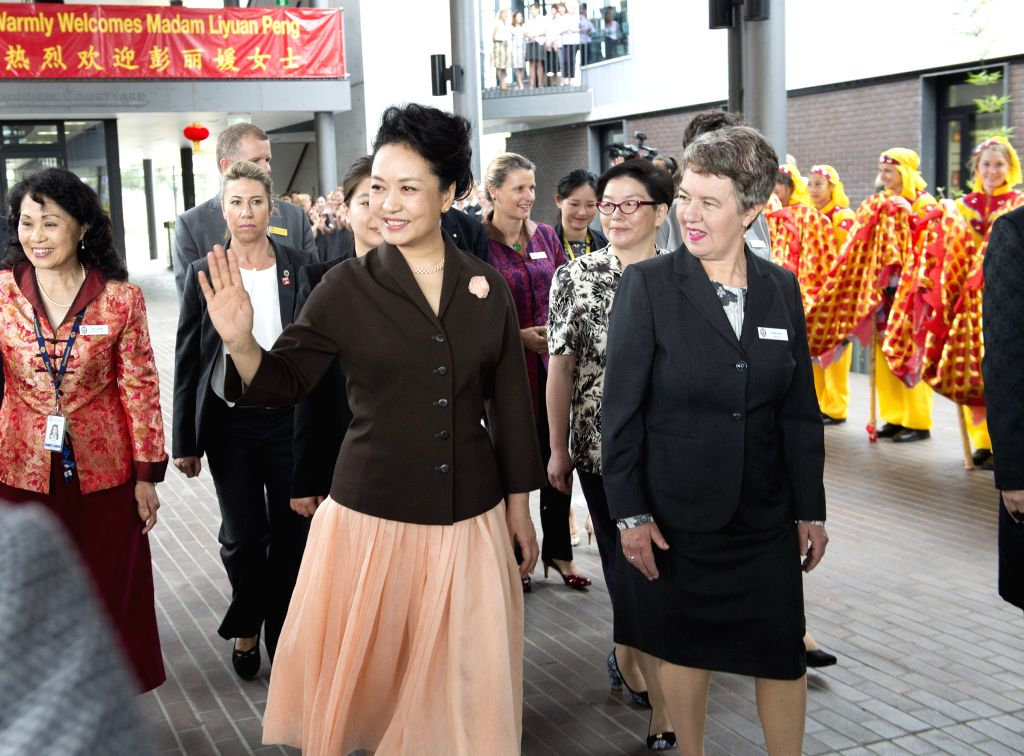 Sydney (Australia): Chinese President Xi Jinping's wife Peng Liyuan (L, front) visits a local girls school in Sydney, Australia, Nov. 19, 2014. Peng, accompanied by Kerryn Baird, wife of New South ...