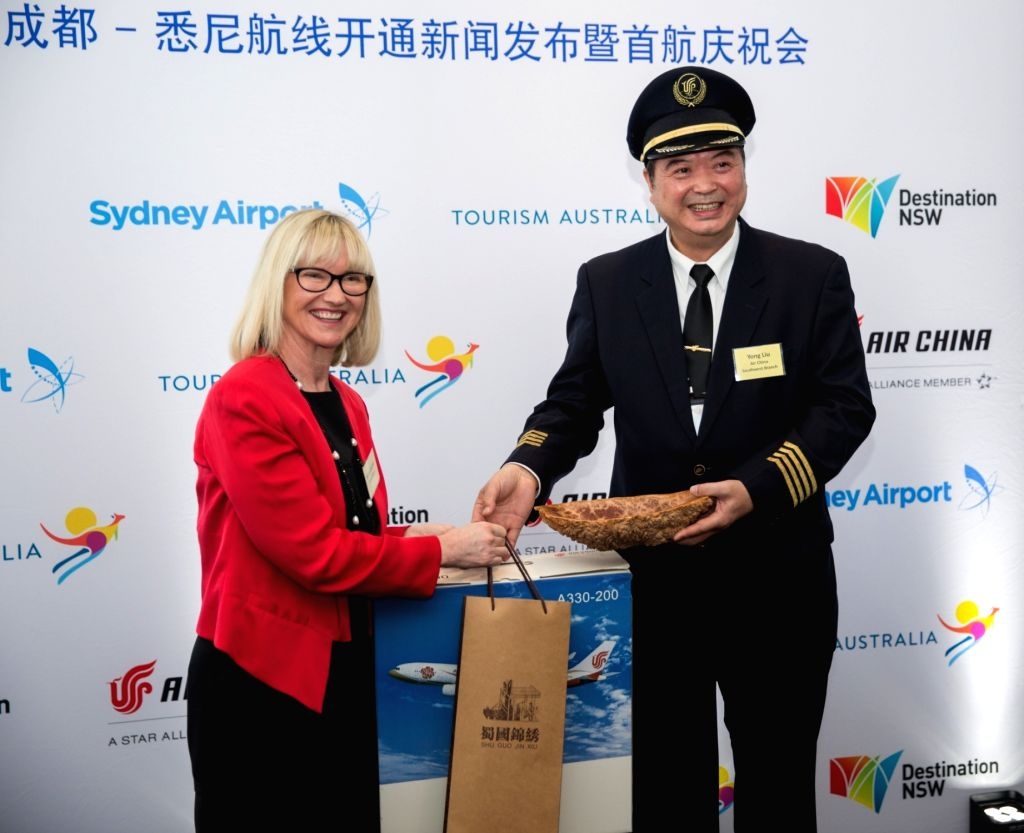 SYDNEY , Nov. 12, 2016 - Sydney Airport Managing Director and Chief Executive Officer Kerrie Mather (L) exchanges gifts with Managing Director of Air China's Southwest Branch Liu Yong at the ...