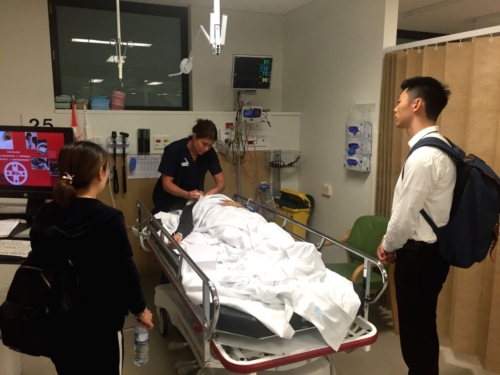 SYDNEY, Nov. 29, 2016 - An injured passenger receives treatment at St. George Hospital in Sydney, Australia, Nov. 29, 2016. Seven people have been transferred to an Australian hospital after a China ...