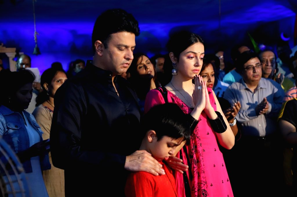 T-Series MD Bhushan Kumar with his wife Divya Khosla Kumar and son  Ruhaan Kumar during Ganesh idol immersion in Mumbai on Sep 12, 2019. - Bhushan Kumar, Divya Khosla Kumar and Ruhaan Kumar