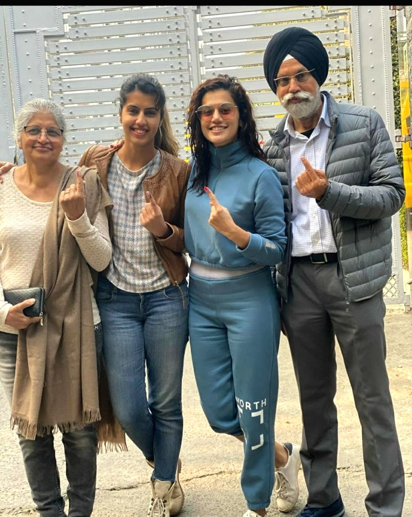 Taapsee gives befitting reply to man who questioned her voting right.