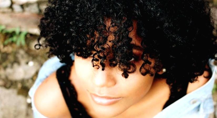 Tackling everyday curly hair dilemmas. (Photo Courtesy: Unsplash)