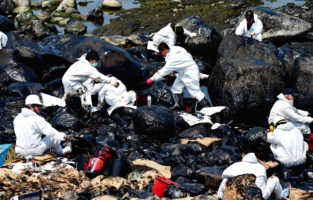 TAIPEI, March 29, 2016 - Workers clean up the leaking oil on the seaside of New Taipei City, southeast China's Taiwan, March 29, 2016. The stranded vessel carrying 447 tonnes of fuel broke into two ...