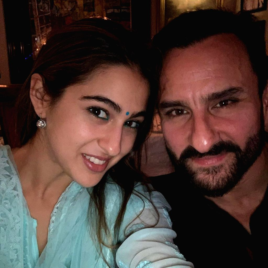 Taking a break from her busy shoot schedule, actress Sara Ali Khan celebrated Diwali with her father Saif Ali Khan, actress Kareena Kapoor Khan, Ibrahim Ali Khan and Taimur Ali Khan. - Sara Ali Khan, Saif Ali Khan, Kareena Kapoor Khan and Taimur Ali Khan