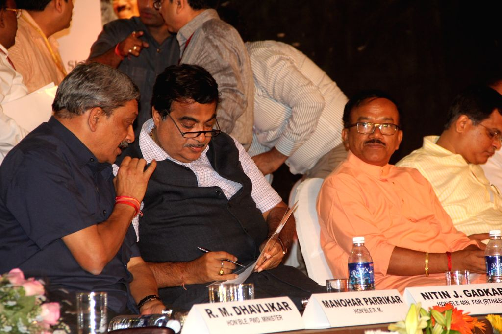 Union Defence Minister Manohar Parrikar, the Union Minister for Road Transport and Highways, and Shipping Nitin Gadkari and Goa Chief Minister Laxmikant Parsekar during a programme ... - Manohar Parrikar