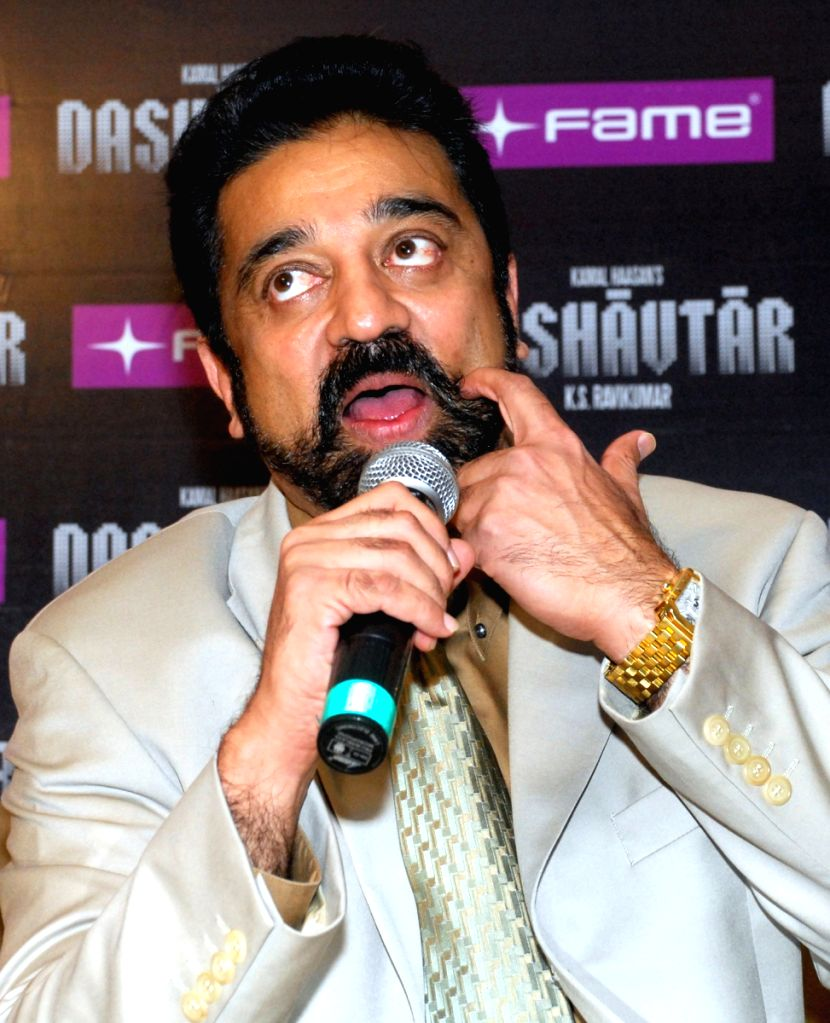 """Tamil Actor Kamal Hasan, who had come over Kolkata on Thursday 9th April 2009 to promote the hindi version of Tamil magnum opus- """"Dasavatharam- """"Dashavatar"""" which releases across the co"""