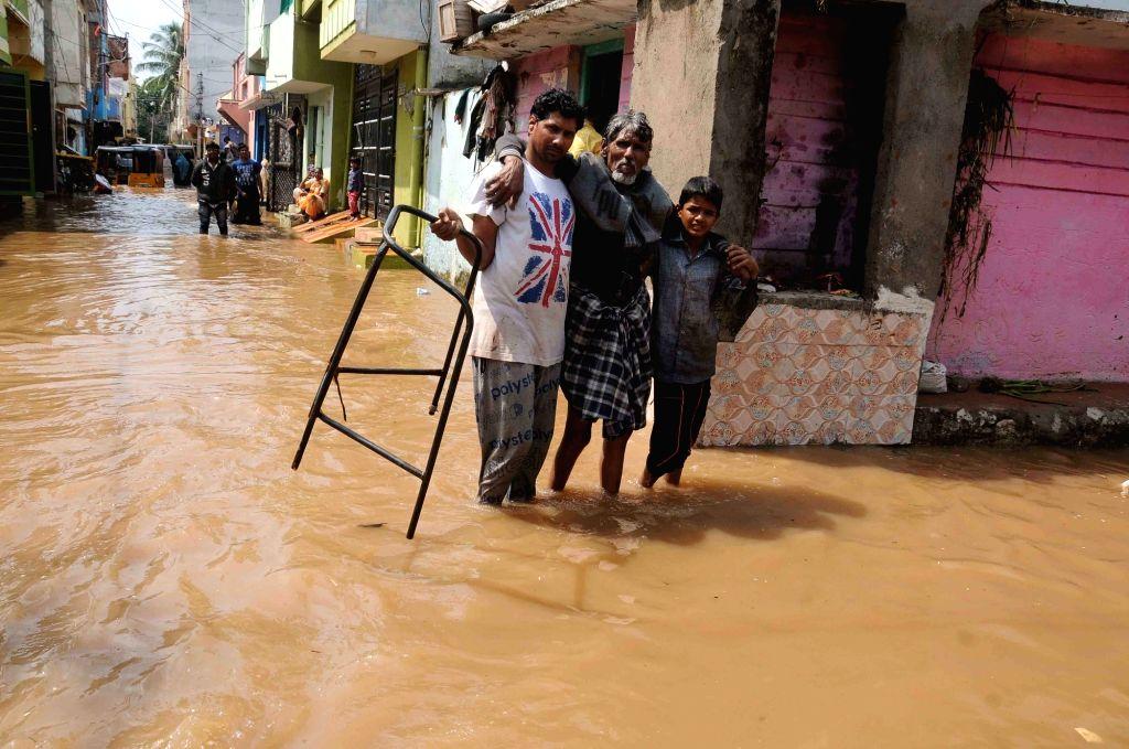 Tamil Nadu announces Rs 10 cr aid to flood-hit Telangana