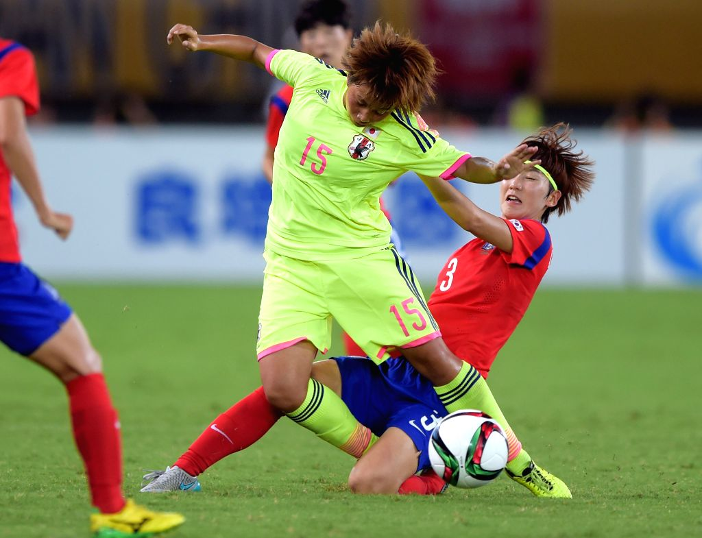Tanaka Mina (L) of Japan vies with Lim Seonjoo of South Korea during the match at the 2015 EAFF(East Asian Football Federation) Women's East Asian Cup in Wuhan, ...