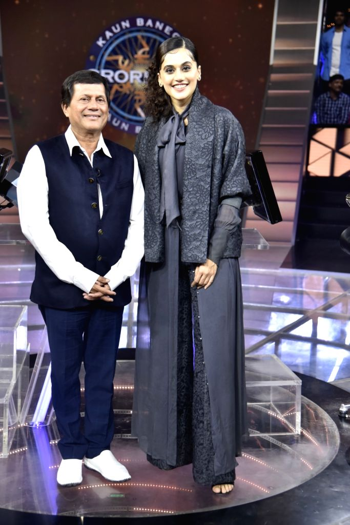 Tapsee Pannu with Dr Achyuta Samanta on KBC 11.