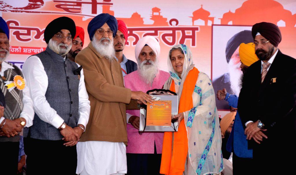 Tarn Taran: Punjab Chief Minister Parkash Singh Badal during the 65th World Sikh Educational Conference, organised by the Chief Khalsa Diwan (CKD), in Tarn Taran, Punjab. - Parkash Singh Badal