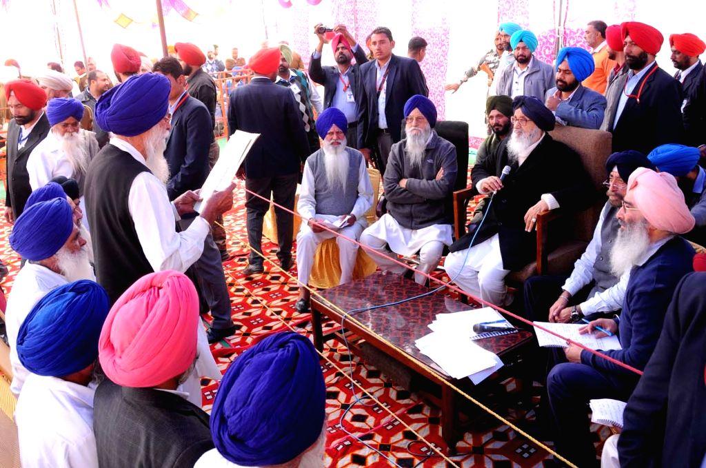 Tarn Taran: Punjab Chief Minister Parkash Singh Badal during a Sangat Darshan programme at Khadoor Sahib in Tarn Taran, Punjab on Dec 3, 2015. - Parkash Singh Badal