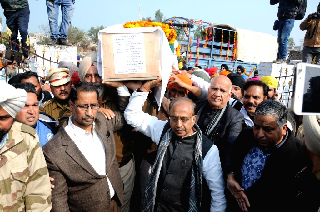 Tarn Taran: Union Minister Vijay Goel during last rites of Sukhjinder Singh, one of the 49 CRPF personnel killed in a suicide attack by militants in Jammu and Kashmir's Pulwama district on 14th Feb ... - Vijay Goel and Sukhjinder Singh