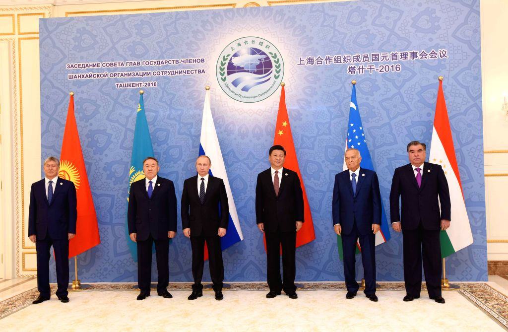 TASHKENT, June 24, 2016 - Chinese President Xi Jinping (3rd R) and leaders of other Shanghai Cooperation Organization (SCO) member states pose for a group photo before the 16th SCO Council of Heads ...