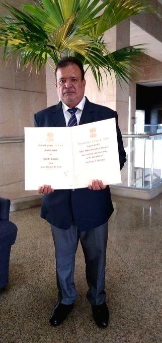 Tata Steel congratulates Tiwary for Dronacharya Award.(Source: Tata Steel Twitter account )