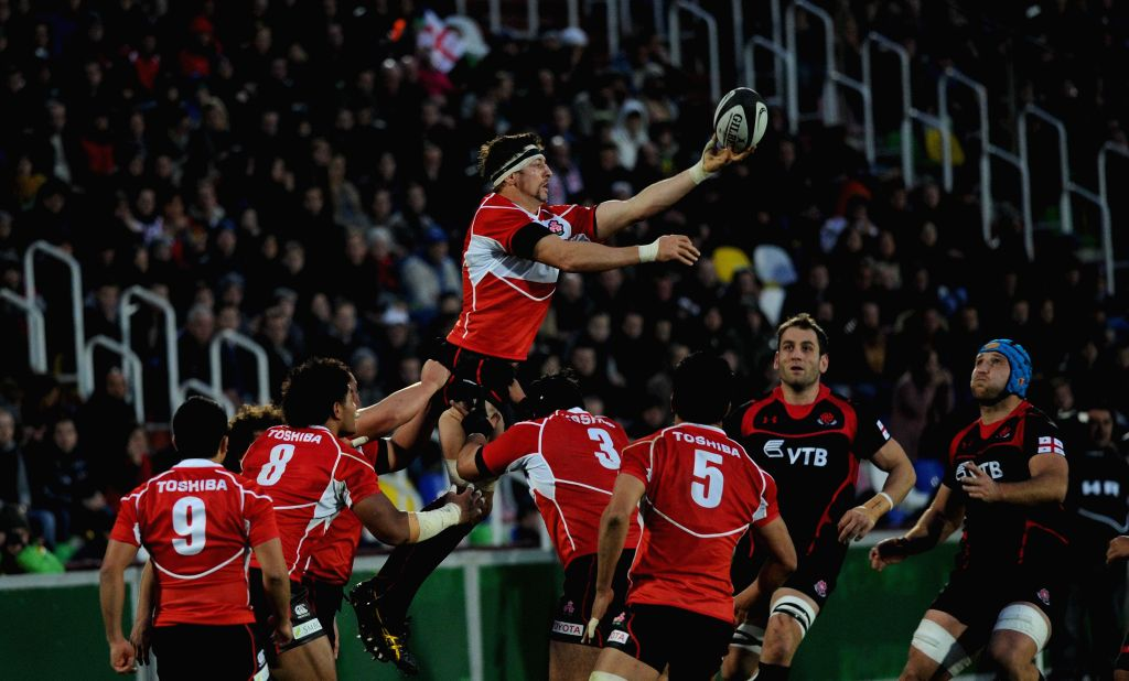 Luke Thompson (above) of Japan competes during the 2014 end-of-year test match series agasint Georgia in Tbilisi, Georgia, on Nov. 23, 2014. Japan lost 24-35. (Xinhua/Tamuna ...