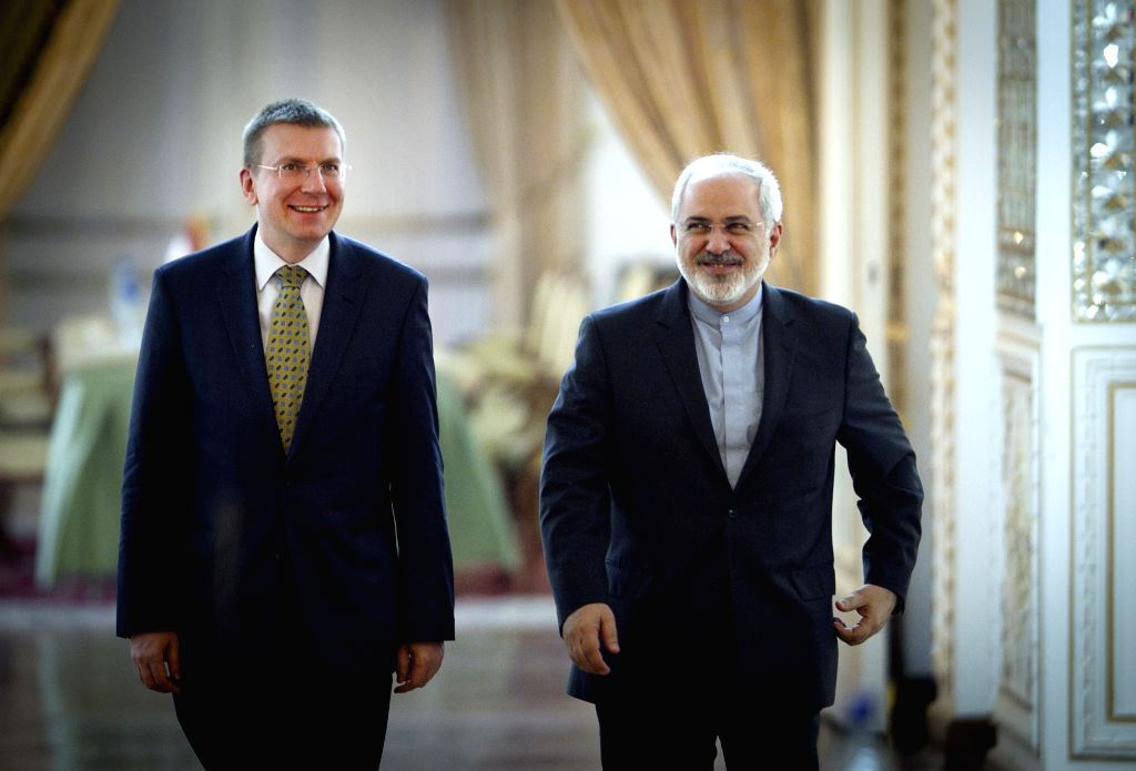 Foreign Minister Mohammad-Javad Zarif (R) and his Latvian counterpart Edgars Rinkevics arrive for a joint press conference in Tehran, Iran, on April 23, 2014.