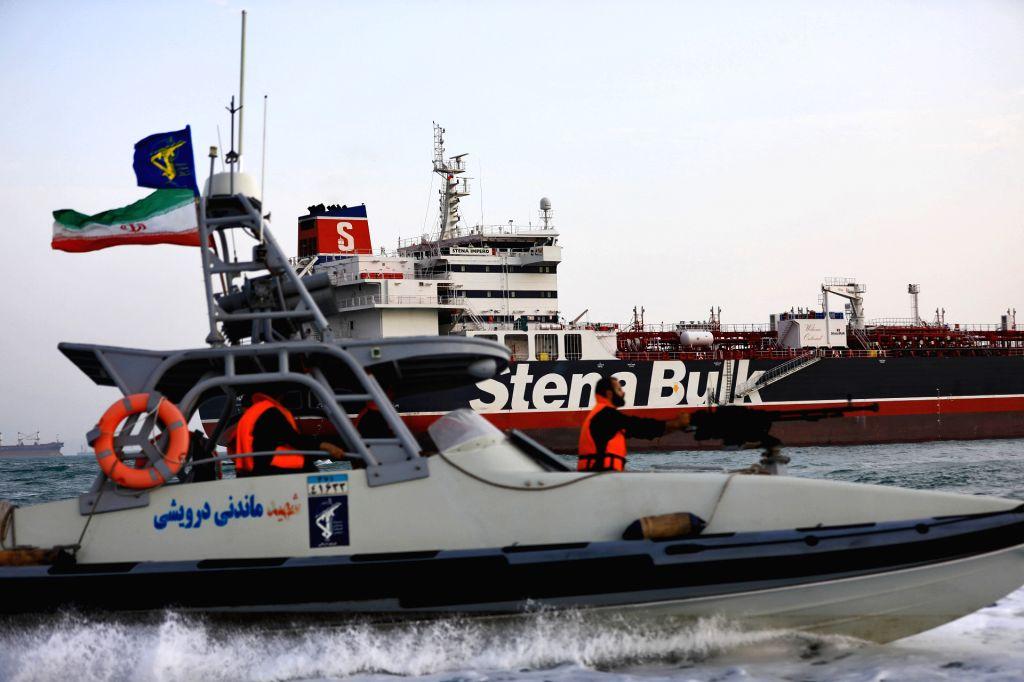 "TEHRAN, July 22, 2019 (Xinhua) -- The photo released on July 21, 2019 shows the British oil tanker ""Stena Impero"" surrounded by Iranian Revolutionary Guard near the Strait of Hormuz, Iran. Iran's Islamic Revolution Guard Corps (IRGC) seized the Briti"