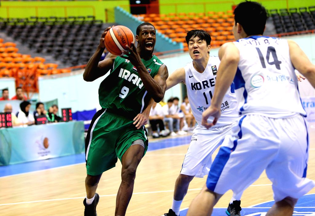 TEHRAN, Sept. 14, 2016 - Galloway (L) of Iraq competes during the 2016 FIBA Asia Challenge match between South Korea and Iraq in Tehran, Iran, Sept. 13, 2016. Iraq lost the mach 80-102.