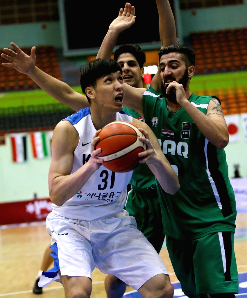 TEHRAN, Sept. 14, 2016 - Jang Jae Sok (L) of South Korea competes during the 2016 FIBA Asia Challenge match between South Korea and Iraq in Tehran, Iran, Sept. 13, 2016. Iraq lost the mach 80-102.