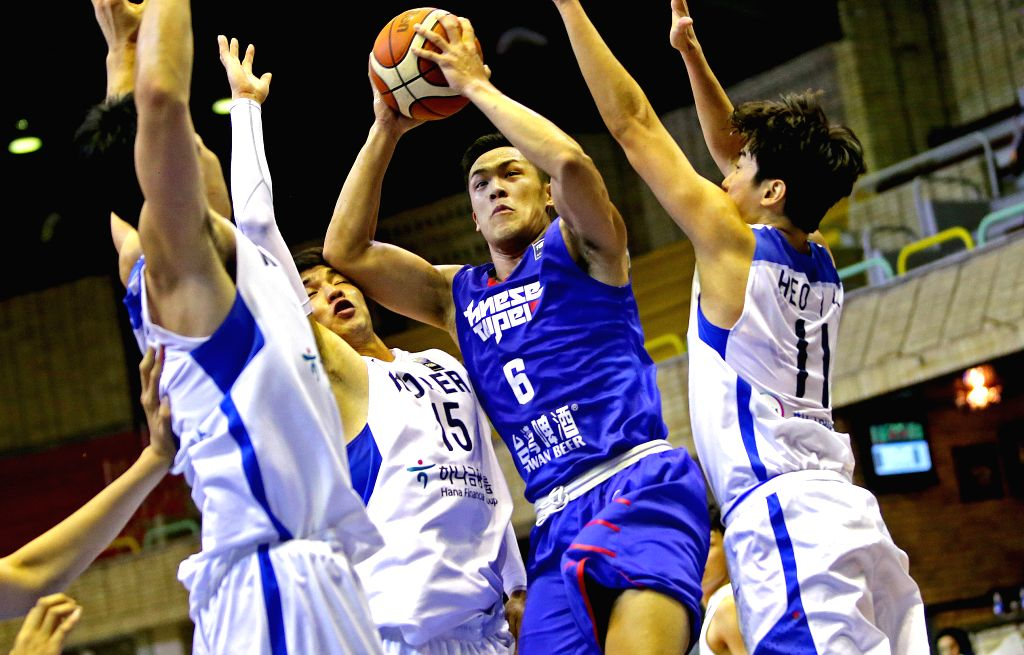 TEHRAN, Sept. 16, 2016 - Chou Yi-Hasiang (C) of Chinese Taipei goes up to shoot during the match against South Korea at the 2016 FIBA Asia Challenge in Tehran, Iran, Sept. 16, 2016. South Korea won ...