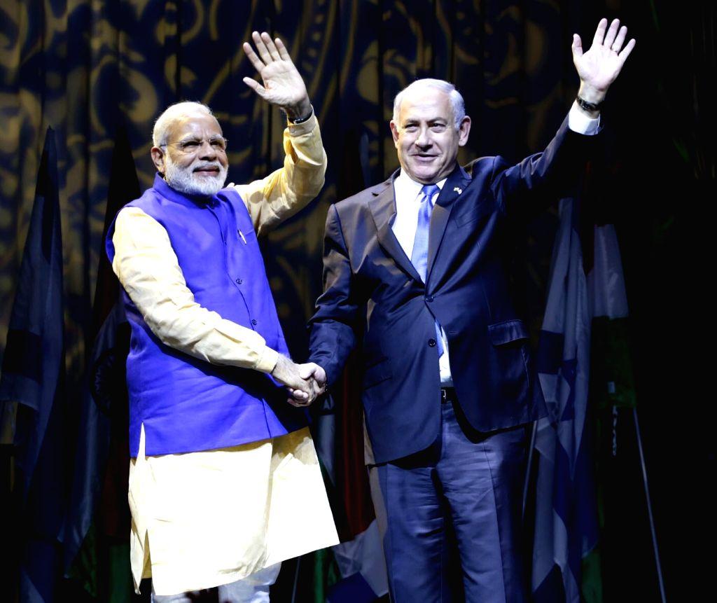 Tel Aviv: Prime Minister Narendra Modi and Israeli Prime Minister Benjamin Netanyahu during a reception for the Indian community in Tel Aviv, Israel on July 05, 2017. - Narendra Modi
