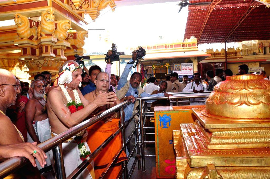 Telangana and Andhra Pradesh Governor ESL Narasimhan visits Bhadrachalam Temple in Bhadrachalam of Telangana on April 16, 2016.