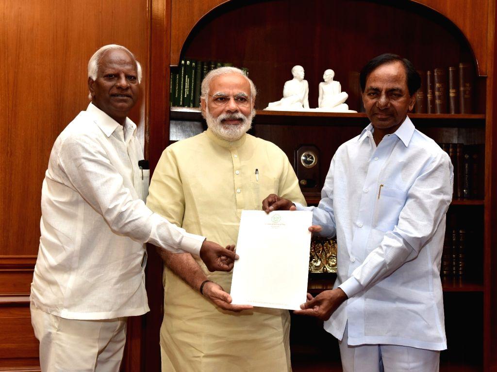 Telangana Chief Minister K Chandrasekhar Rao calls on Prime Minister Narendra Modi in New Delhi, on May 10, 2016. - K Chandrasekhar Rao and Narendra Modi