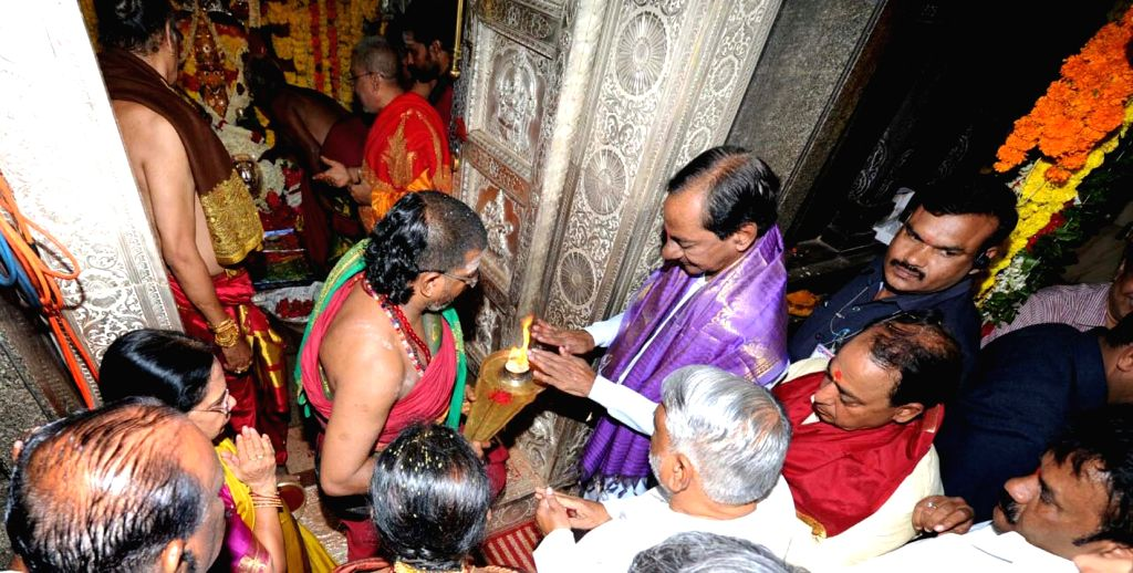 Telangana Chief Minister K Chandrasekhar Rao performs rituals at Maha Kali temple in Secunderabad on July 24, 2016. - K Chandrasekhar Rao