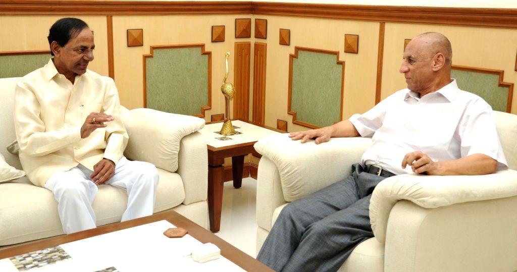 Telangana Chief Minister K Chandrasekhar Rao calls on Telangana Governor ESL Narasimhan in Hyderabad on Oct 6, 2016. - K Chandrasekhar Rao