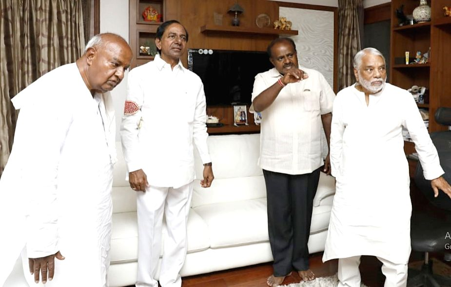 Telangana Chief Minister K Chandrasekhar Rao arrives at the residence of JD(S) chief H.D. Deve Gowda on the eve of the swearing-in ceremony of Karnataka Chief Minister-designate H. D. ... - K Chandrasekhar Rao