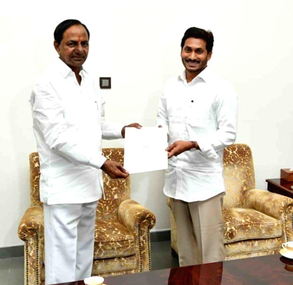 Telangana Chief Minister K Chandrasekhar Rao and Andhra Pradesh Chief Minister Y S Jaganmohan Reddy. (Photo: IANS) - K Chandrasekhar Rao