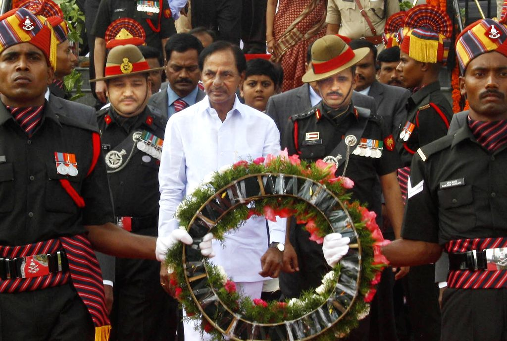 Telangana Chief Minister K Chandrasekhar Rao pays tribute to the martyrs on the occasion of 69th ``Independence Day`` celebration in Secunderabad, on Aug 15, 2015.