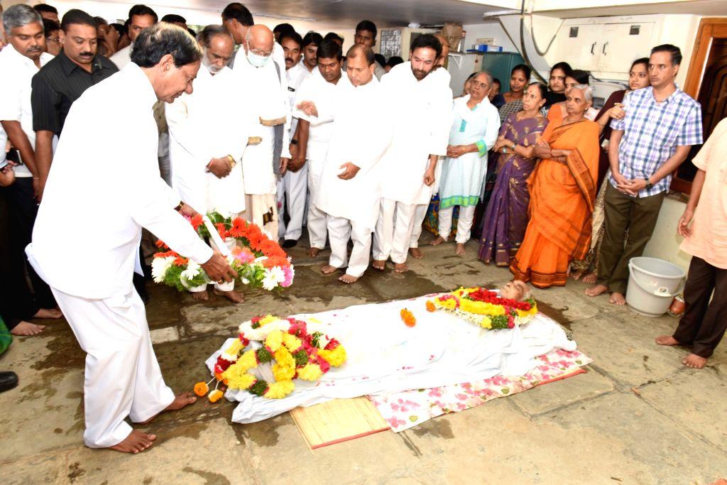 Telangana Chief Minister K Chandrasekhar Rao pays his last respect to BJP veteran and former governor of Sikkim Ventrapragada Rama Rao in Hyderabad, on Jan 18, 2016. Ventrapragada Rama Rao ... - K Chandrasekhar Rao