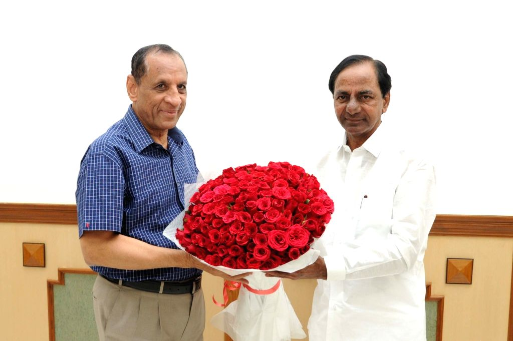 Telangana Chief Minister K Chandrasekhara Rao calls on Telangana Governor ESL Narasimhan in Hyderabad on March 4, 2017. - K Chandrasekhar