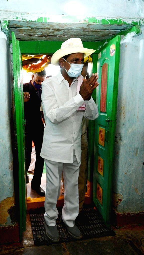 Telangana CM K. Chandrashekar Rao visits adopted village, interacts with Dalits. - K. Chandrashekar Rao