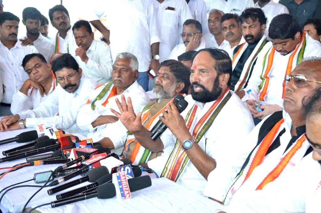 Telangana Congress delegation led by state party president N. Uttam Kumar Reddy addresses a press conference after visiting the Pranahita-Chevella project site at Tummidi Hatti in Adilabad ...