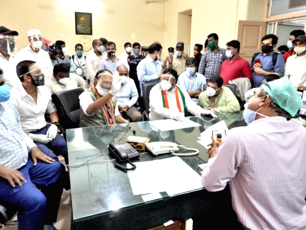 Telangana Congress President N. Uttam Kumar Reddy during his inspection visit to the Osmania General Hospital (OGH) that got flooded by sewage water on Wednesday; in Hyderabad on July 16, ... - Quli Qutub Shah