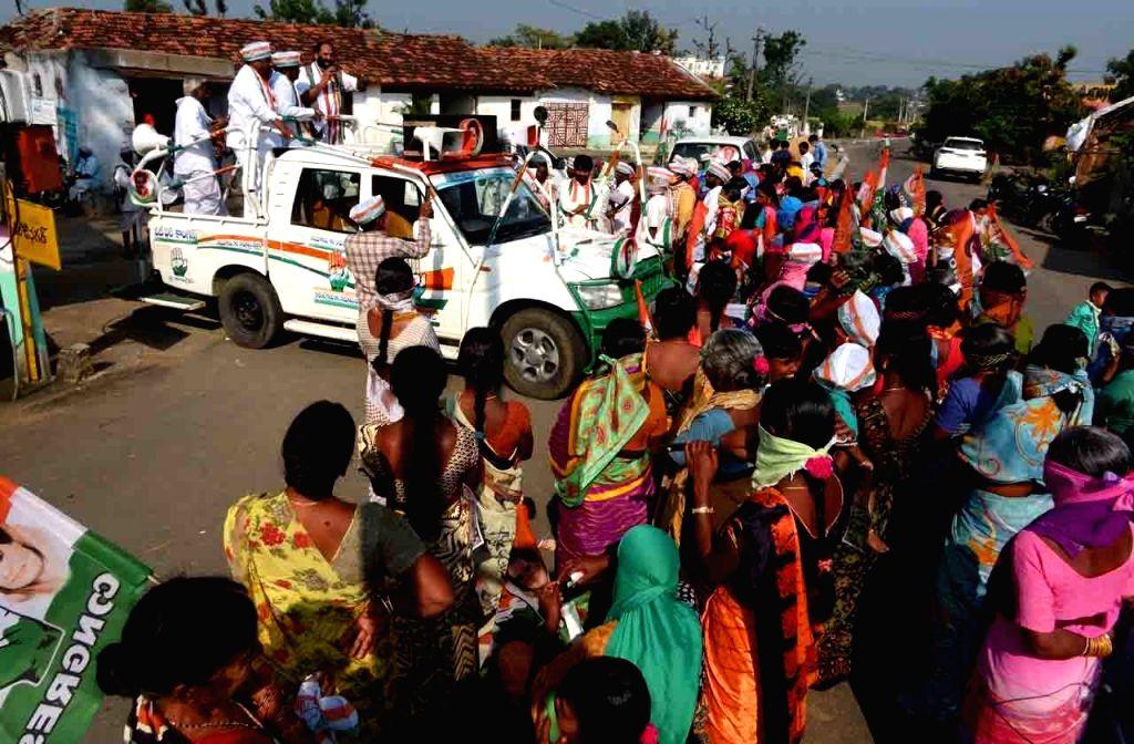 Telangana Congress President N. Uttam Kumar Reddy campaigns for Dubakka bypolls, in Dubbaka on Oct 28, 2020.