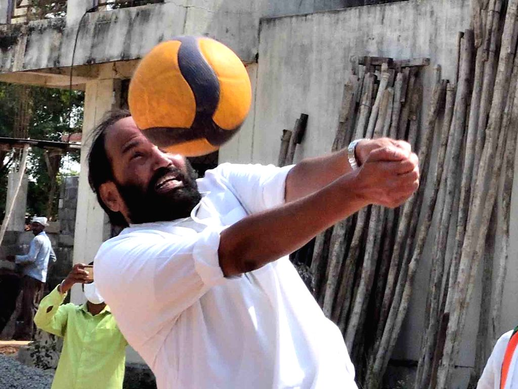 Telangana Congress President N. Uttam Kumar Reddy plays volleyball with village youths while campaigning for Dubakka bypolls, at Cheekode village in Dubbaka on Oct 28, 2020.