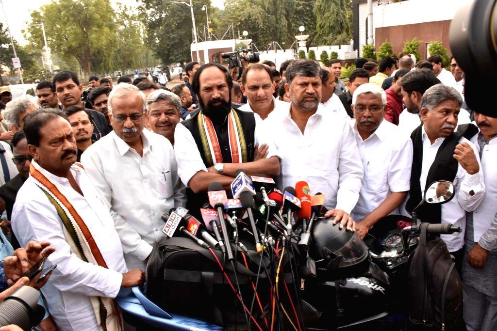 Telangana Congress president N. Uttam Kumar Reddy accompanied by M. Kodandaram, Congress leader Mohammad Azharuddin, Madiga Reservation Porata Samiti (RPS) leader Manda Krishna Madiga, ... - Azharuddin and Palla Venkat Reddy